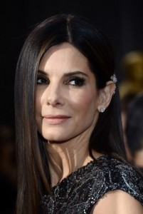 HOLLYWOOD, CA - FEBRUARY 24: Actress Sandra Bullock arrives at the Oscars at Hollywood & Highland Center on February 24, 2013 in Hollywood, California. (Photo by Michael Buckner/Getty Images)