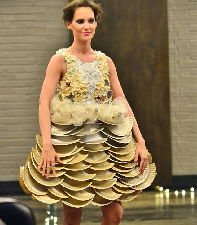 Paper Plate Dress for Catwalk for Water