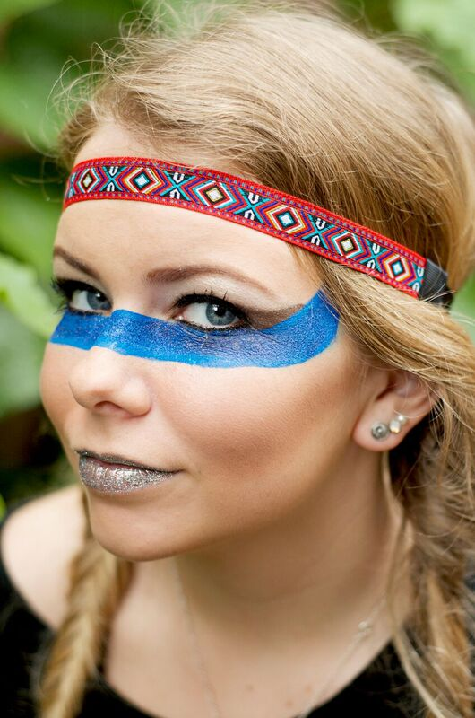Esthiology students do makeup for photoshoot